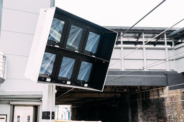Monitory kolejowe kontrolujące stacje kolejowe