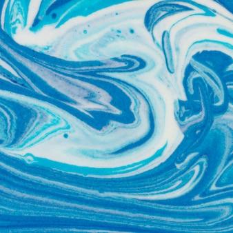 Monochromatyczna farba akrylowa układana na płasko