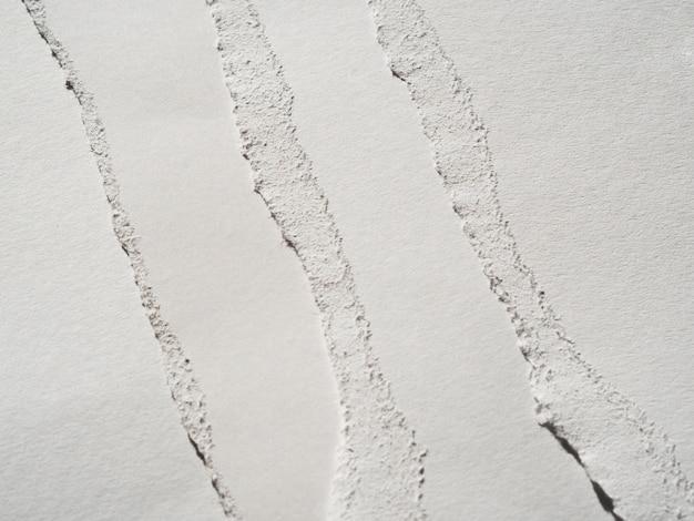Monochromatyczne fragmenty papieru