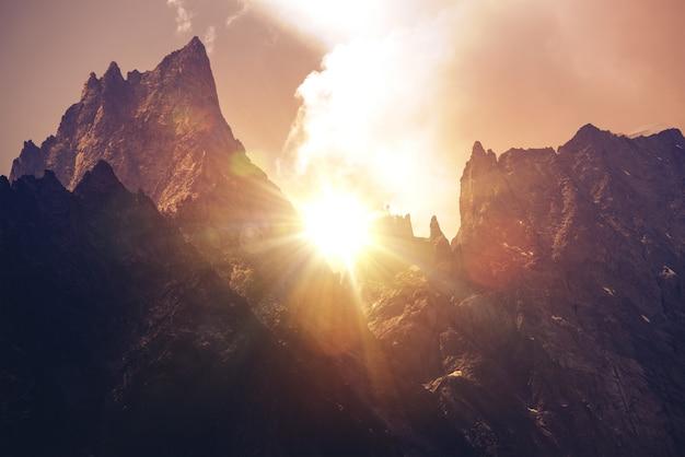 Mont blanc massif zachód słońca