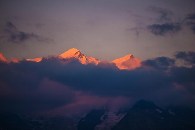 Mont blanc o zachodzie słońca
