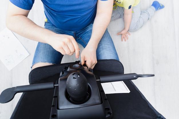 Montaż krzesła biurowego w pomieszczeniu krok po kroku instrukcje krok