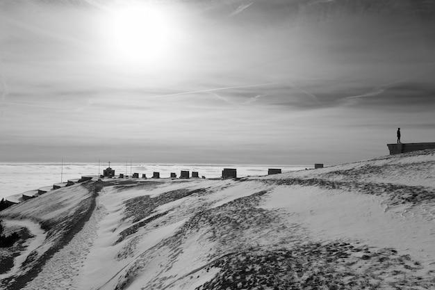 Monte grappa zimowy widok pomnik pierwszej wojny światowej, włochy. włoski punkt orientacyjny