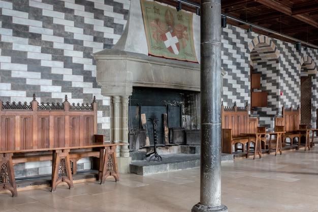Montreux, szwajcaria - 2 lipca 2017: wnętrze słynnego zamku chateau de chillon
