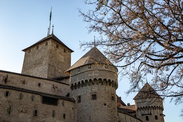 Montreux szwajcaria wieże zamku chillon
