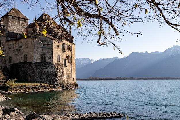 Montreux szwajcaria zamek chillon i alpy w tle
