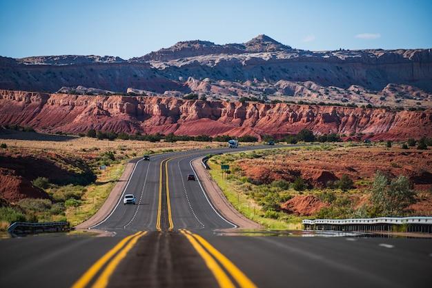 Monument valley road. autostrada na wakacjach.