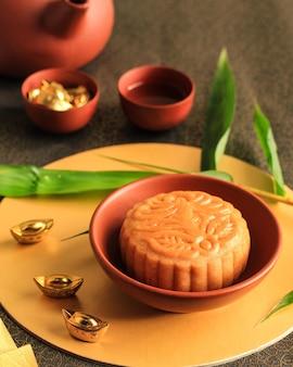 Moon cake chinese dessert snack podczas księżycowego nowego roku w połowie jesieni