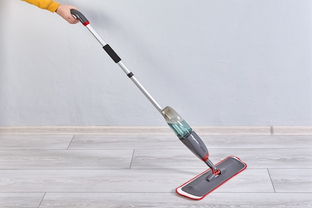 Mop do czyszczenia podłóg w sprayu czyści suchy pył i mokre plamy, regulowany uchwyt.