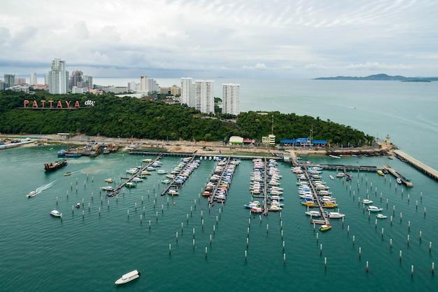Morska stacja luksusowych jachtów łodzi port morski w morskiej staci pattaya