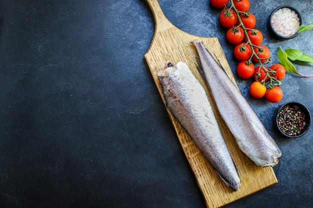 Morszczuk surowa ryba krojona składnik owoców morza żywność ekologiczna