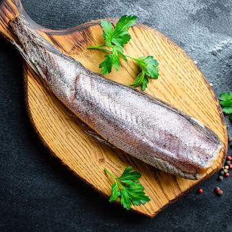 Morszczuk surowy filet z owoców morza omega dieta pescetarian