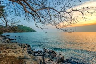 Morze i zachód słońca
