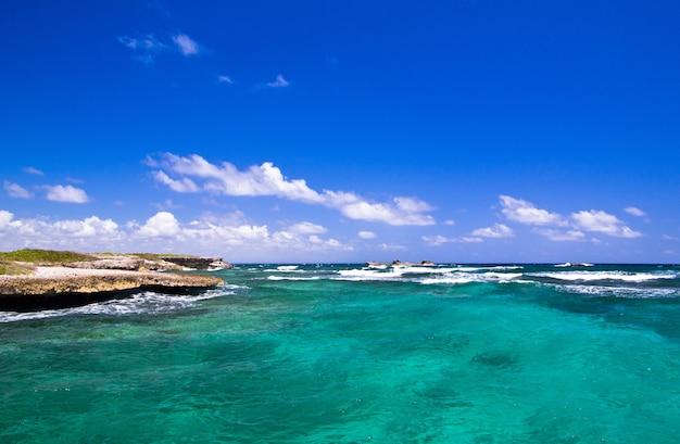Morze karaibskie i idealne niebo