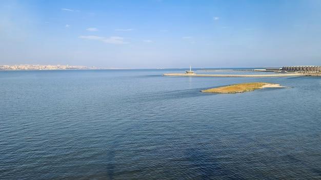 Morze kaspijskie, sala kryształowa w baku widok z diabelskiego młyna
