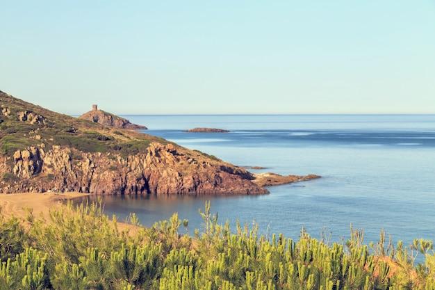 Morze śródziemne wczesnym rankiem.