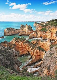 Morze zatoka na wybrzeżu w lecie portugalia.