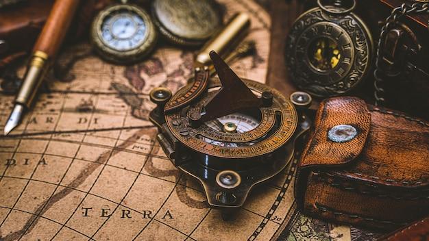 Mosiężny kompas morski