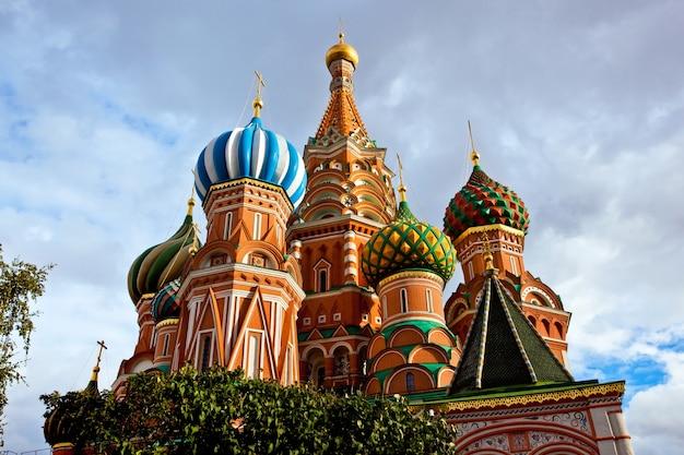 Moskiewska katedra z pochmurnego nieba
