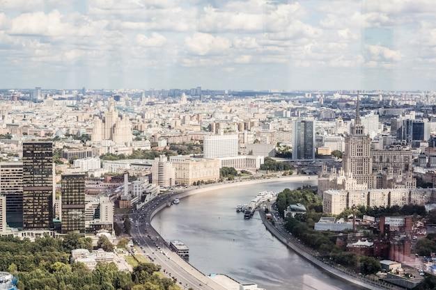 Moskwa, biały dom nad rzeką