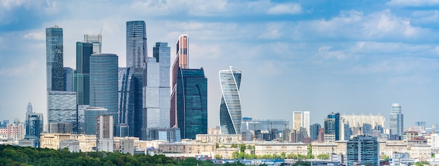 Moskwa od biurka obserwacyjnego na wzgórzach wróbla, rosja, moskwa.
