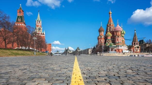 Moskwa. plac czerwony. katedra świętego bazylego. katedra ochrony najświętszych theotokos na fosie