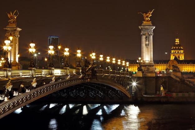 Most aleksandra iii w nocy w paryżu, francja