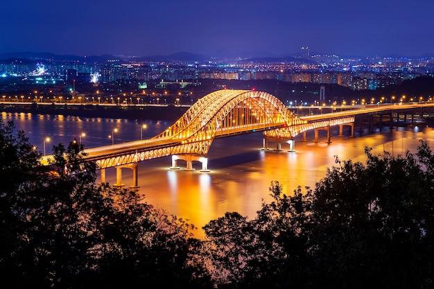 Most banghwa nocą, korea