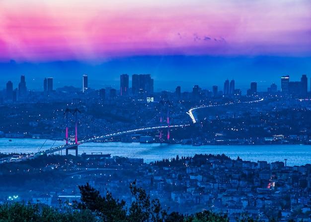 Most bosforski o zachodzie słońca, stambuł, turcja