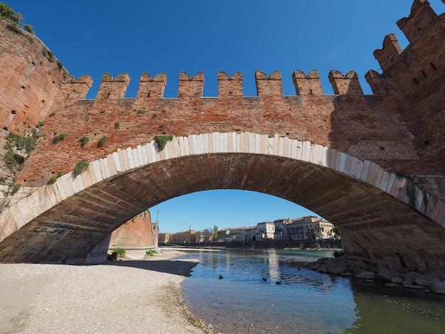 Most castelvecchio znany również jako most scaliger w weronie