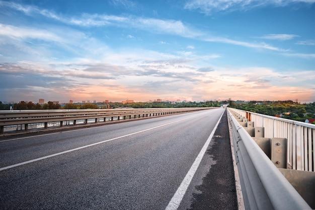 Most drogowy asfaltowy