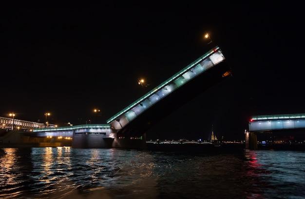 Most liteiniy w nocy