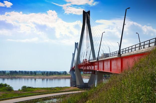 Most muromowy przez okę