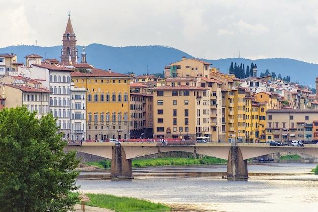 Most nad rzeką arno we florencji