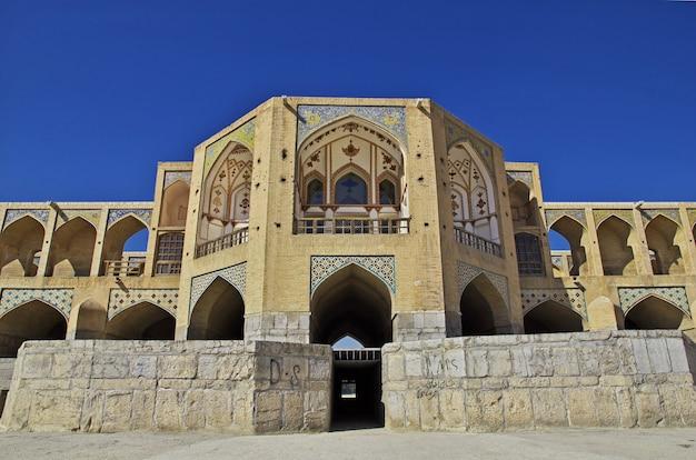 Most nad suchą rzeką w isfahan, iran