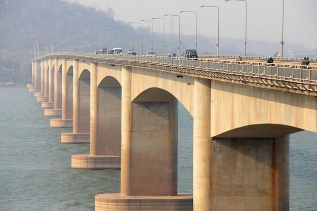 Most przez rzekę. lao bridge, lao
