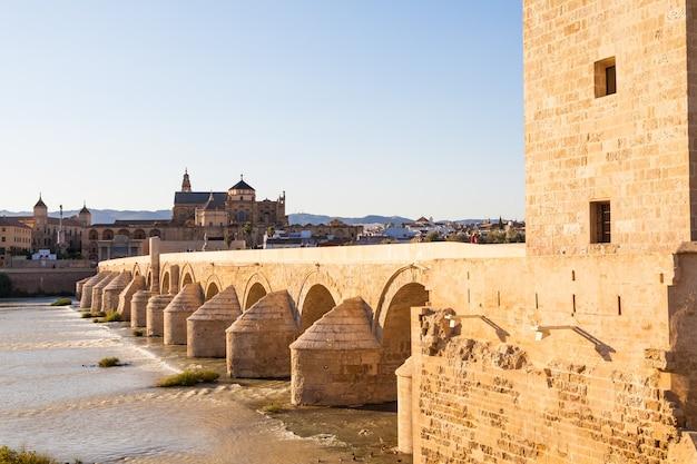 Most w kordobie w hiszpanii - czas zachodu słońca, fragment 16 arkad