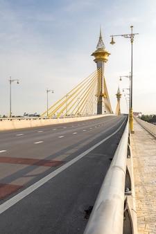 Most w nonthaburi tajlandia