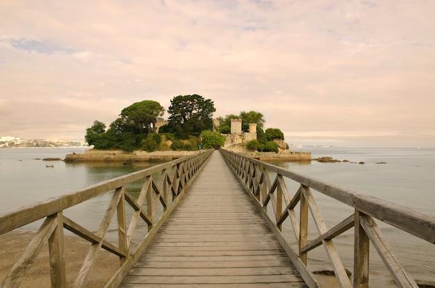 Most w prawo do zamku