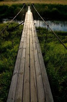 Most w zachodzie słońca