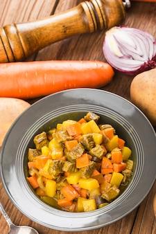 Mostek curry wołowy z ziemniakami i curry