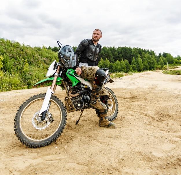 Motocross zawodników na krajobraz