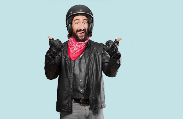 Motocyklista dumny i zadowolony