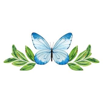 Motyl w zielonych liściach.