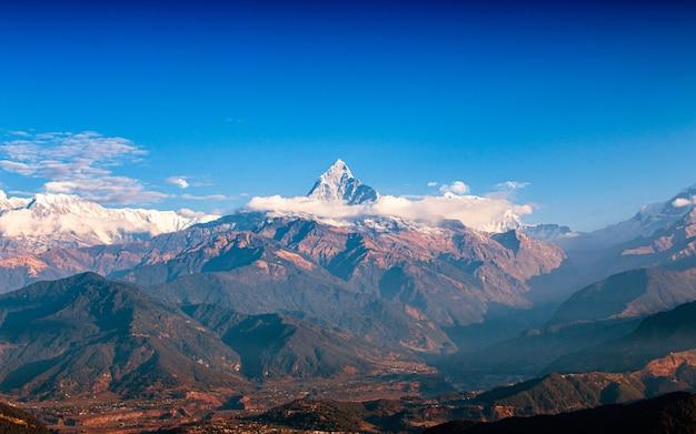 Mount fishtail i dolina w pokhara, nepal