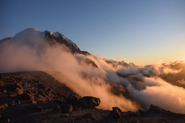 Mount rainier national park, scena niskiej chmury