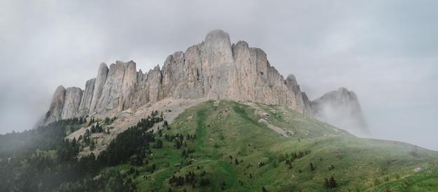 Mountain grand thach, kaukaz, rosja.