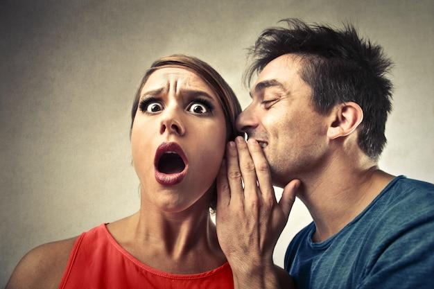 Mówienie i dzielenie się tajemnicą