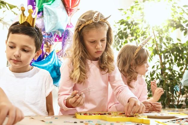 Mozaika puzzle dla dzieci, kreatywna gra dla dzieci.