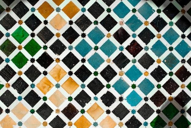 Mozaika w alhambrze, w pałacu nazarian. granada, hiszpania